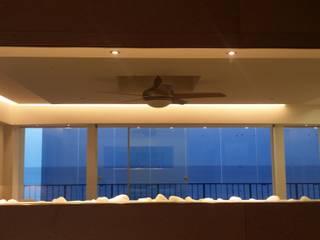 """""""de Cristal y de Mar"""" Salones de estilo mediterráneo de IC & AIR ·Arquitectura ·Interiorismo ·Reformas Mediterráneo Vidrio"""