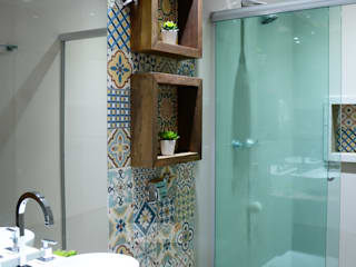 Camila Chalon Arquitetura Rustic style bathroom Wood effect