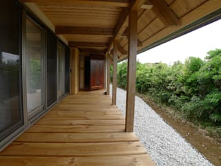 Eclectic style corridor, hallway & stairs by 建築設計事務所 山田屋 Eclectic