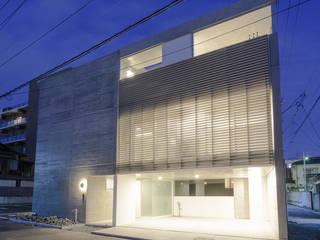 Casas modernas de 風景のある家.LLC Moderno