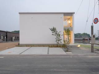 笑顔とsky-line インダストリアルな 家 の 風景のある家.LLC インダストリアル コンクリート