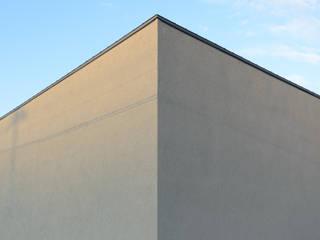 Casas de estilo minimalista de 風景のある家.LLC Minimalista