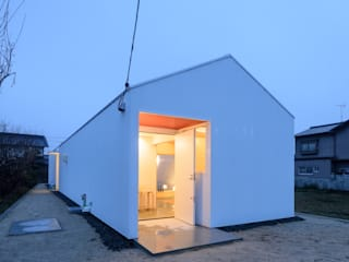 風景のある家.LLC Modern houses Iron/Steel White