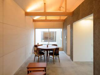 Dining room by 風景のある家.LLC, Modern Wood Wood effect