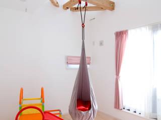 吹抜け螺旋階段の家: 遊友建築工房が手掛けた子供部屋です。