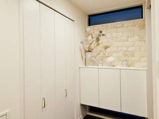 Modern Corridor, Hallway and Staircase by 遊友建築工房 Modern