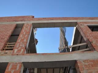 Modern walls & floors by FRAMASA CONSTRUCTORA DEL NOROESTE SLU Modern