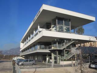 Nuovo Centro Stella Bianca: Centri commerciali in stile  di mauroFACCHINIarchitects