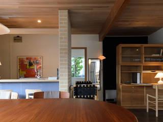 風景のアトリエ: 風景のある家.LLCが手掛けた書斎です。