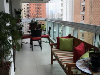 Modern balcony, veranda & terrace by Sandra Pompermayer Arquitetura e Interiores Modern