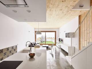 59RUT New house between dividing walls in the centre of Terrassa Minimalist living room by Vallribera Arquitectes Minimalist