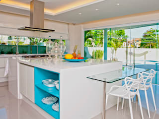 Kitchen by Lana Rocha Interiores