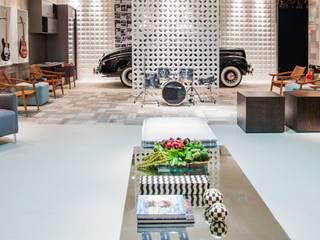 Carolina Mota - Arquitetura, Interiores e Iluminação Garage/Rimessa in stile moderno