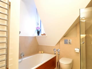 Wohnen im Dachgeschoss Moderne Badezimmer von reichl---beraten-planen-verwirklichen Modern
