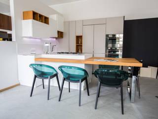 Cocinas de estilo moderno de Vibo Cucine sas di Olivero Bruno e c. Moderno
