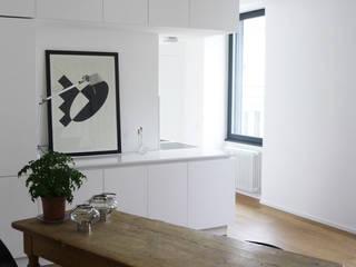 CASA DUPLEX Sala da pranzo moderna di maria adele savioli architettura Moderno