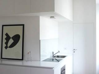 CASA DUPLEX Cucina moderna di maria adele savioli architettura Moderno