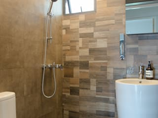 BTO Dawson:  Bathroom by Designer House,Modern