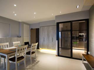 BTO @ Punggolin Hotel Style:  Living room by Designer House,Modern