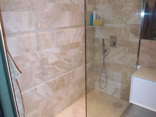 Arredo bagno sabbia  bianco: Bagno in stile in stile Moderno di ARREDACASAOnLine
