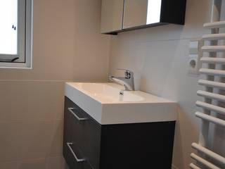 AGZ badkamers en sanitair حماممغاسل خشب Brown
