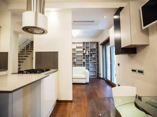 Cucina: Cucina in stile in stile Moderno di Archihouse
