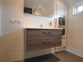 modern  von AGZ badkamers en sanitair, Modern