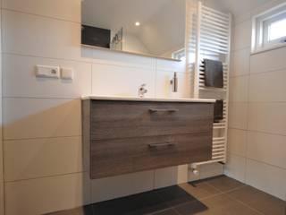 AGZ badkamers en sanitair: modern tarz , Modern