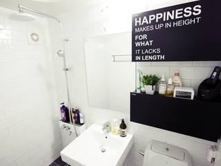 22평 복도식 모던 홈스타일링 모던스타일 욕실 by homelatte 모던
