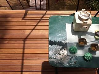 Lames de terrasse en frêne thermotraité : Piscines  de style  par Margaritelli  LISTONE GIORDANO
