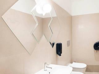 UCA spa Complesso d'uffici in stile classico di Alessandra Scarfò Design Classico