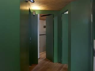 corridoio : Ingresso & Corridoio in stile  di ELENA TARETTO ARCHITETTO