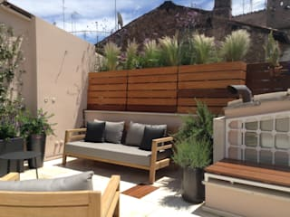 Una terrazza moderna mediterranea Au dehors Studio. Architettura del Paesaggio Marrone