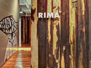 RIMA Arquitectura Modern study/office Wood