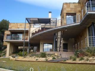 Casa Tamarit Casas de estilo mediterráneo de ESTUDI D'ARQUITECTURA XAVIER CLIMENT Mediterráneo
