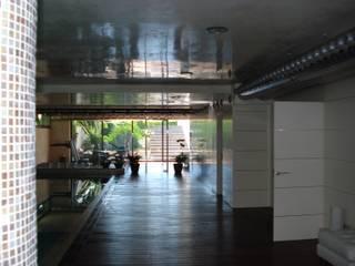 Casa Tashmina Gimnasios domésticos de estilo moderno de ESTUDI D'ARQUITECTURA XAVIER CLIMENT Moderno