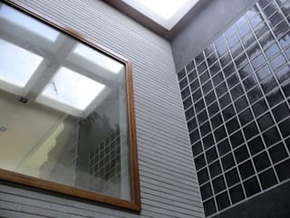 Casa Ulldecona Paredes y suelos de estilo moderno de ESTUDI D'ARQUITECTURA XAVIER CLIMENT Moderno