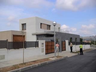 Casa Ulldecona Casas de estilo moderno de ESTUDI D'ARQUITECTURA XAVIER CLIMENT Moderno