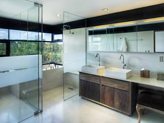 Casa LA 356 - RIMA Arquitectura Baños modernos de RIMA Arquitectura Moderno Vidrio