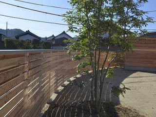 大垂木の家: シェド建築設計室が手掛けた庭です。