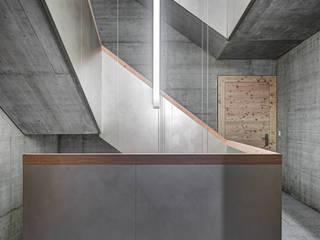 Rigi Kaltbad Bellevue Moderner Flur, Diele & Treppenhaus von alp - architektur lischer partner ag Modern
