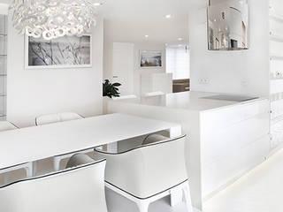 Apartament w bieli Nowoczesna kuchnia od Ajot pracownia projektowa Nowoczesny