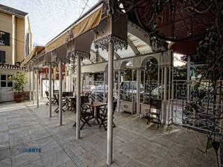 Proyecto de exteriores en Hotel Los Angeles (Granada): Jardines de estilo  de Conarte cocinas