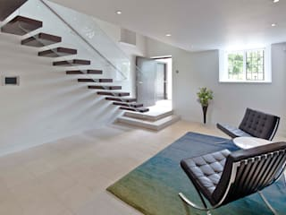 Mill House:  Living room by Ayre Chamberlain Gaunt
