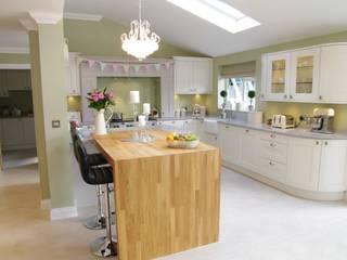 Review of Footballer: Andy Crofts finished kitchen Nhà bếp phong cách hiện đại bởi PTC Kitchens Hiện đại