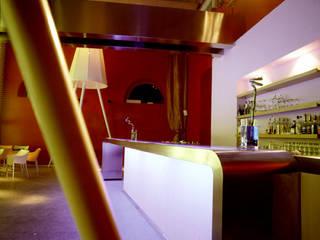 Wine Bar 28/C:  in stile  di Kei_en.enzocalabresedesignstudio Srl, Minimalista