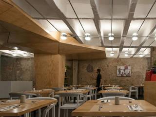Pacifika Restaurante: Espaços de restauração  por feedback-studio arquitectos