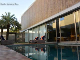 Revestimento de Réguas de Bambu em Esquadria Metálica: Casas  por BAMBU CARBONO ZERO,Minimalista Bambu Verde