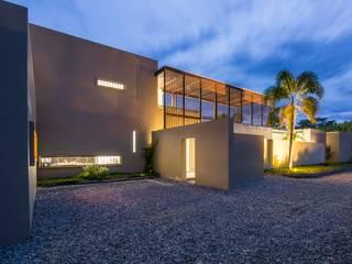 Garage / Hangar de style  par David Macias Arquitectura & Urbanismo
