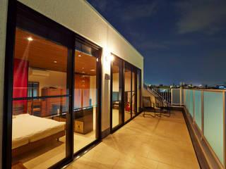 Modern balcony, veranda & terrace by LUSTY design 一級建築士事務所 Modern